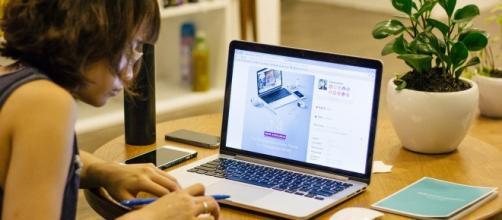 Cada vez mais pessoas buscam um ganho extra trabalhando em casa nas horas vagas