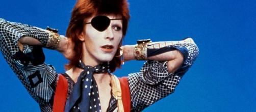 Fue informe - El hombre de las mil caras (David Bowie) (1990 ... - rtve.es