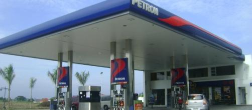 http://maxpixel.freegreatpicture.com/static/photo/1x/Gas-Station-Petroleum-Fuel-Petrol-Station-Pump-Gas-921597.jpg