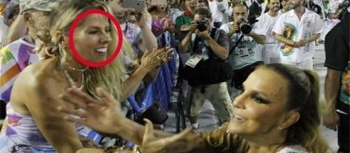Ivete Sangalo não parou para Adriane Galisteu durante desfile.
