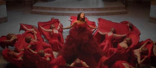 The enchanted rose 'opens' in Ariana Grande and John Legend's 'Beauty and the Beast' music video / Photo from 'Digital Spy' - digitalspy.com