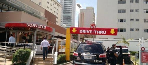 Troca de tiros no McDonald's em zona nobre de São Paulo acaba em morte.
