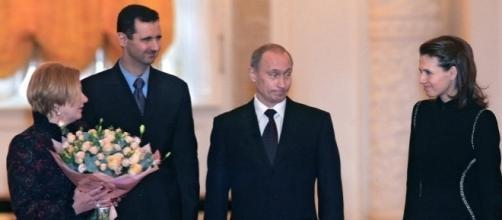 Vladimir Putin riceve Bashar al-Assad a Mosca, la foto è del 2005 ma dodici anni dopo l'alleanza tra Russia e Siria è più forte che mai