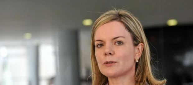 Gleisi Hoffmann quer greve geral das mulheres