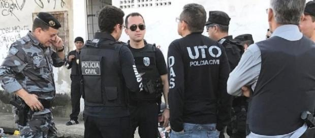 Polícia prende quatro acusados pelo espancamento e assassinato de travesti.