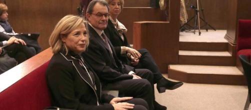Artur Mas, Irene Rigau y Joana Ortega sentados en el banquillo de los acusados por el caso 9N