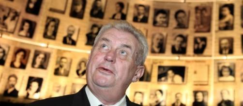 Czech leader declara ser triple agente