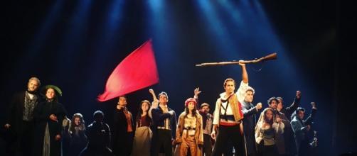Elenco de 'Les Misérables' apresentam cenas do espetáculo em pré-estreia em SP.