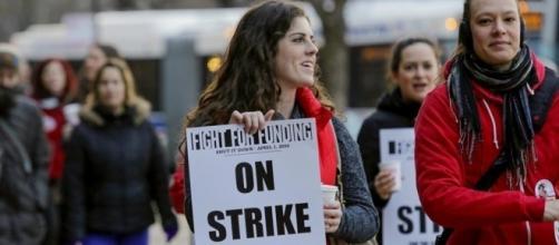 Latest: Police say 3 arrested during Chicago teachers' rally | News OK - newsok.com