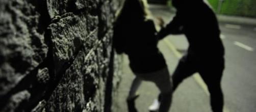 Palagonia, 18enne aggredisce la ex