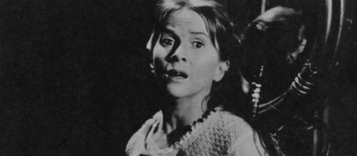 Terrifying Page Turners: THE HAUNTING OF HILL HOUSE | Nerdist - nerdist.com