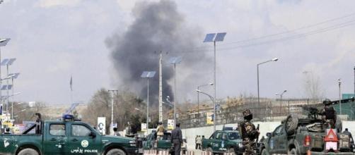 Un momento dell'attacco all'ospedale militare di Kabul