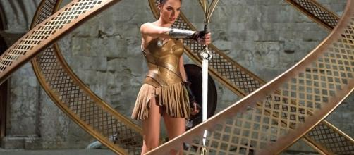"Wonder Woman Steals the Mythical ""God Killer"" Sword in New Movie ... - geektyrant.com"