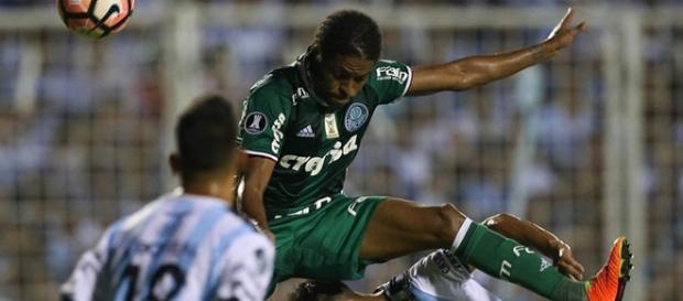 Keno foi o autor do gol de empate na Argentina