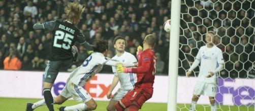 Gol de Dolberg, que foi anulado pelo árbitro português Artur Dias Soares
