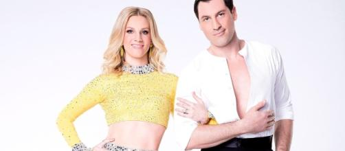 Heather Morris & Maksim Chmerkovskiy | 'Dancing With the Stars - Photo: Blasting News Library - usmagazine.com