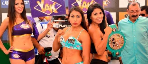 "Yessica ""Kika"" Chávez (IZQ), en un duelo frente a Arely Muciño. Foto tomada de soloboxeo.com"