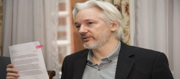 Julian Assange rivela metodi Cia per spiare il mondo da TV e cellulari
