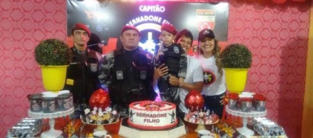 Pedro Bernadone Filho ficou muito feliz com a presença dos policiais do BOPE em sua festinha