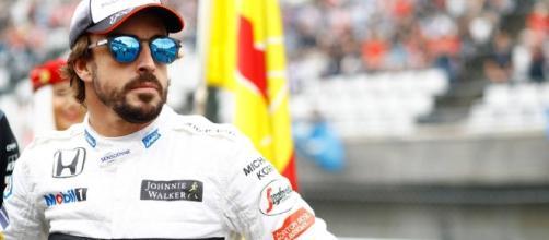 Alonso si complimenta con la Ferrari: si parla di divorzio anticipato con McLaren - autoweek.com