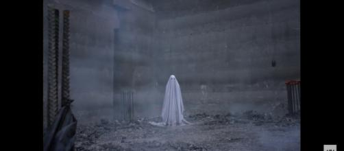 Haven't seen this version of a ghost in a while right? / Photo via Youtube - A Ghost Story | Official Trailer HD | A24 - A24