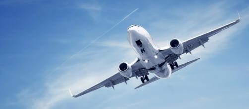Aereo per trasporto passeggeri in fase di atterraggio