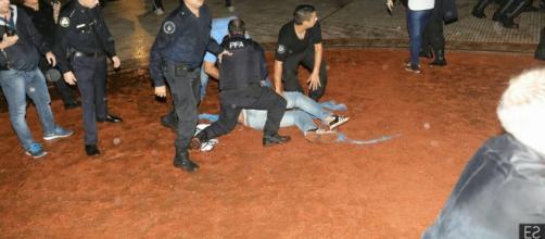 Docentes golpeados en feroz represión