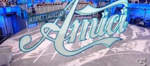 Il logo del talent Amici di Maria De Filippi