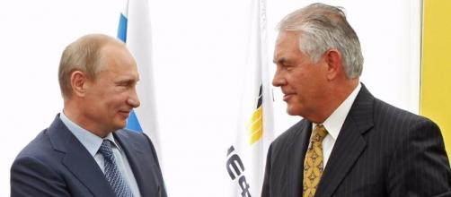 Il Segretario di Stato Tillerson incontra Vladimir Putin