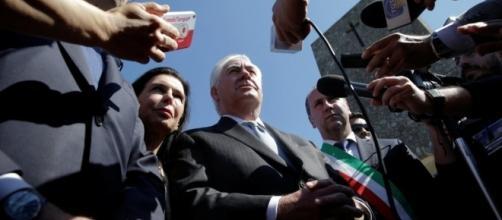 Rex Tillerson durante la sua sua sosta in Italia durante il viaggio diplomatico a Mosca