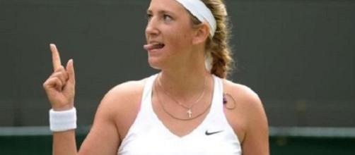 Victoria Azarenka festeggia un colpo vincente durante il torneo di Wimbledon (Daily Express)