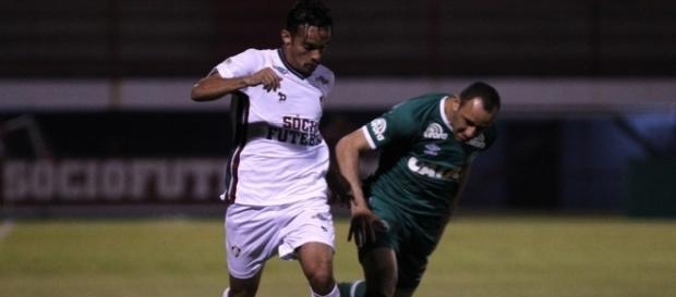 Recuperando de lesão, Gustavo Scarpa deve voltar no próximo dia 10 de maio (Foto: Arquivo)