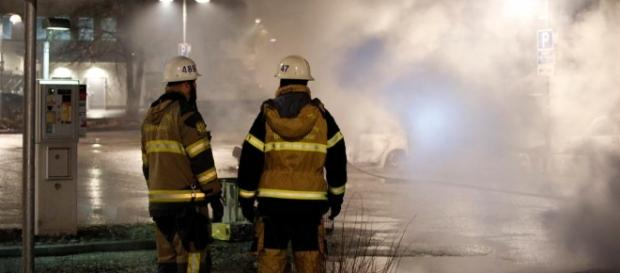 Schweden: Dutzende Jugendliche bewerfen Polizei mit Steinen in ... - welt.de