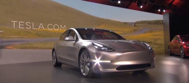 Tesla 3, o mais novo modelo elétrico da empresa automotiva estadunidense