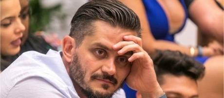 Marcos continua confinado em hotel ao lado da Globo até quinta-feira (13)