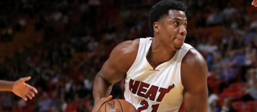 Hassan Whiteside and the Heat grabbed a crucial win on Monday night. [Image via Blasting News image library/inquisitr.com]