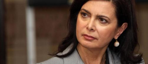 Laura Boldrini, l'ira della Presidente: 'Insultano mia sorella, ma lei è morta'.