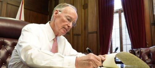Prosecutor passes allegations against Alabama governor to AG - CNN - cnn