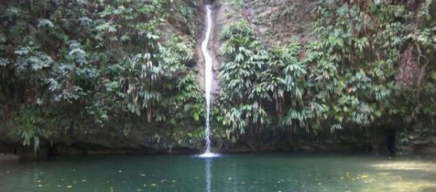 """El pozo """"El Diamante"""" y la cascada """"El Higueron"""", en Yaracuy - Venezuela."""