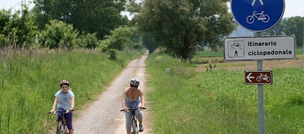 Italiani scelgono vacanze low-cost sostenibili, a piedi, bicicletta, in albergo diffuso