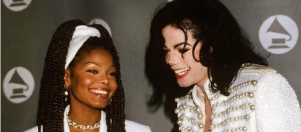 Janet com o irmão Michael Jackson