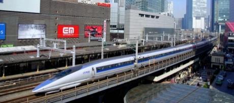 Shinkansen alcança a velocidade de até 300 km/h