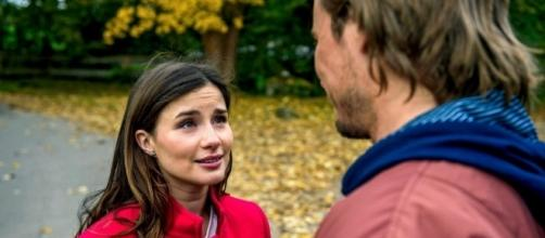 Clara mentre discute con William.