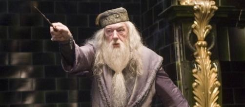 FANTASTIC BEASTS AND WHERE TO FIND THEM: Dumbledore Confirmed For ... - lrmonline.com