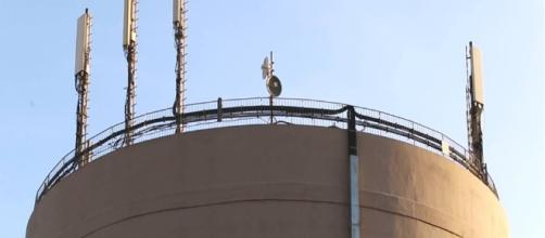 Le antenne sulla torre Acea di Ostia Lido