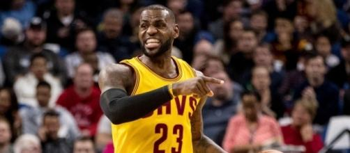 LeBron James' no-look nutmeg assist really may be the greatest ... - usatoday.com