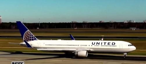 Many people express their anger to United Airlines due to the incident. /Photo via Inside Edition, YouTube Screenshot