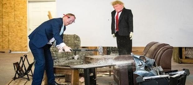 Nas imagens é possível ver o salão criado para que os clientes descontem a sua insatisfação com o governo.