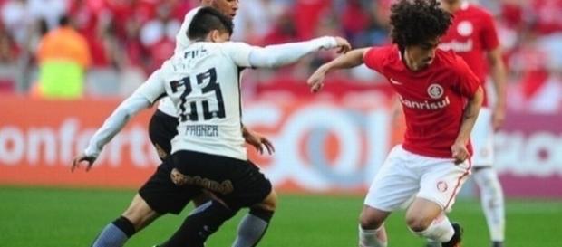Os jogos entre Inter e Corinthians costumam ser cercados de muita rivalidade e polêmica.