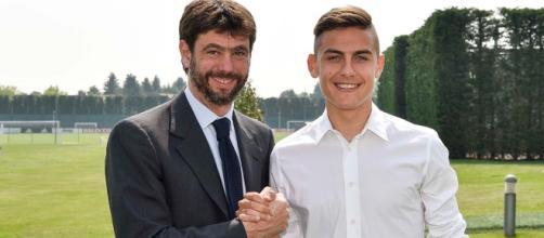 Agnelli e Dybala dopo il rinnovo - FOTO: account ufficiale Twitter Juventus FC